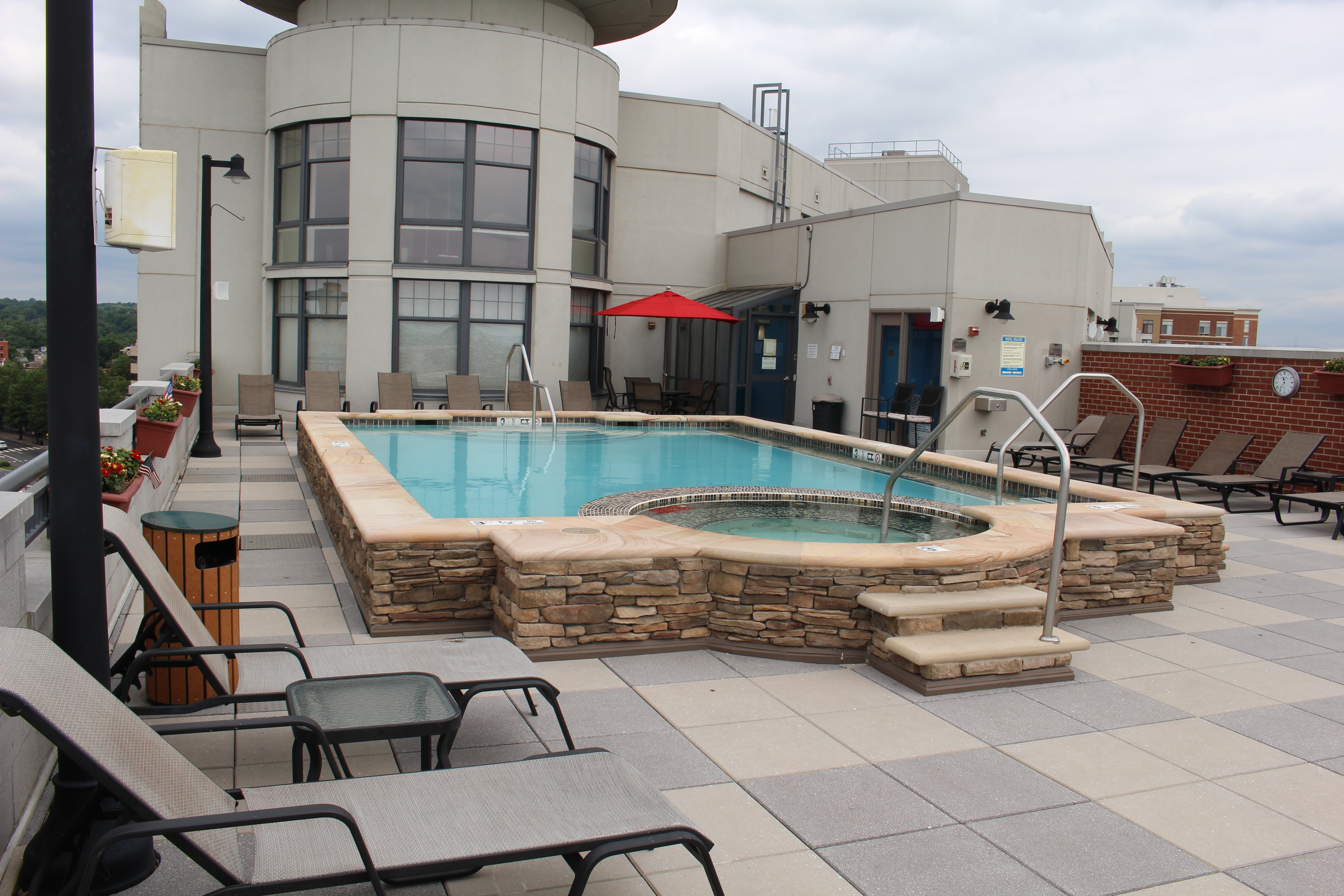 Claridon Swimming Pool and Spa 4