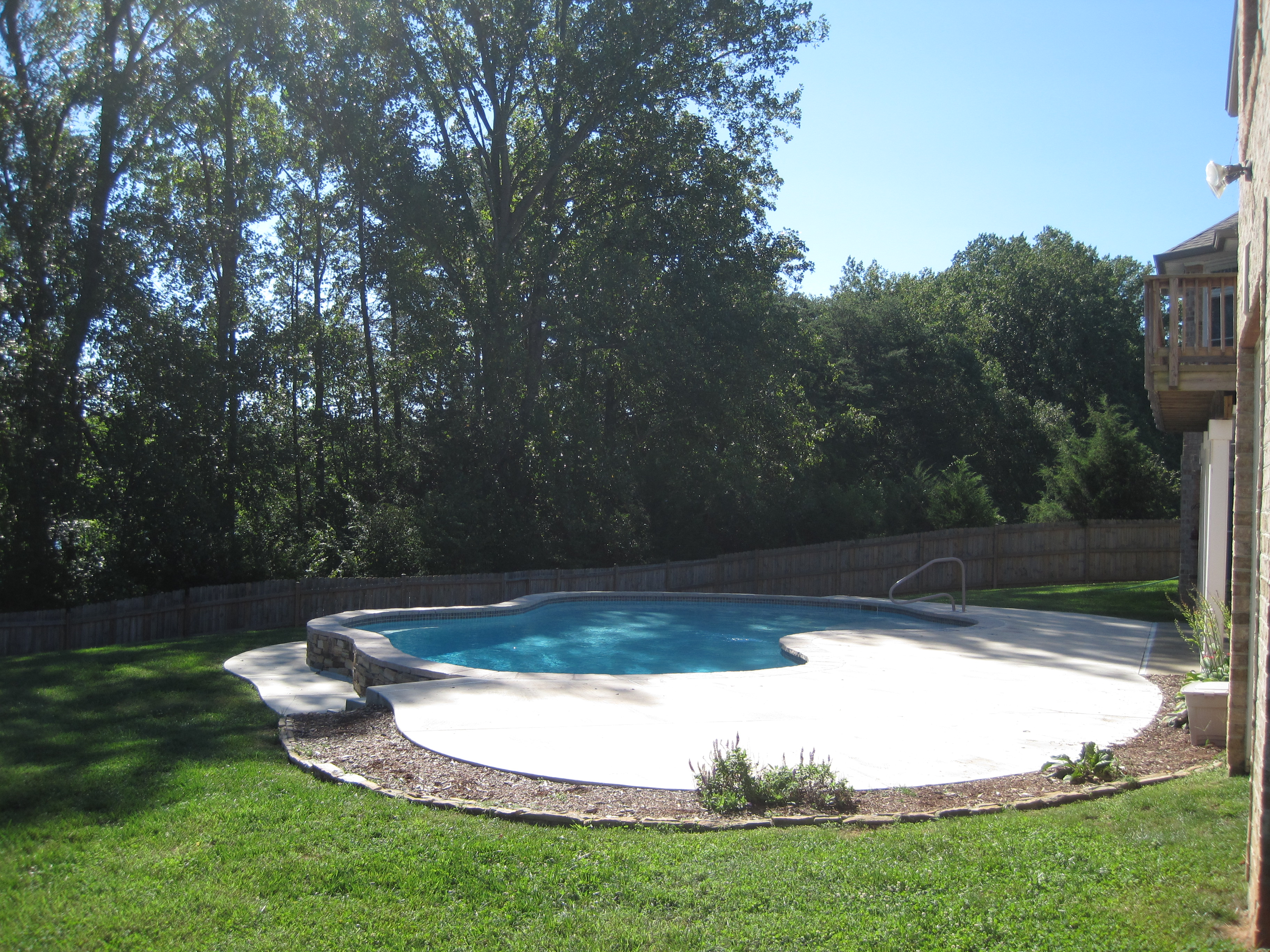 Swimming Pool With Raised Amp Reverse Bond Beams The Pool